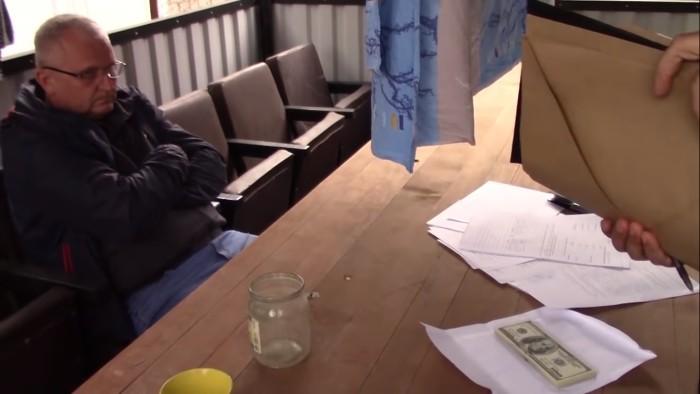 """Директор ОАО """"Экзон"""" из Дрогичина Брестской области получил взятку 5000 $. Фото"""
