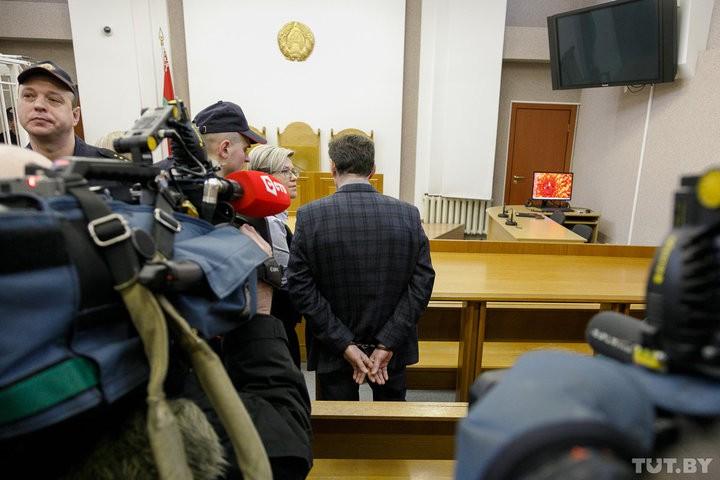 Бывший главврач 12-й стомотологической поликлиники Минска задержан в зале суда. Фото
