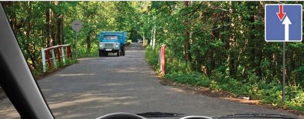 Знак дорожный 2.7 устанавливается перед узким участком дороги