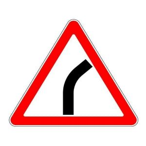 Знак дорожный - Опасный поворот вправо. Картинка. 1.11.1 Беларусь Россия